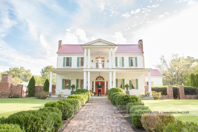 Heartwood Hall is a Historic Plantation Home near Memphis, TN and it's truly all decked out for Weddings! A Photographer's Dream