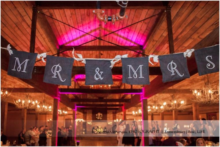 Heartwood Hall Wedding - Natalie + Chris - Memphis Wedding Photographer_0116.jpg