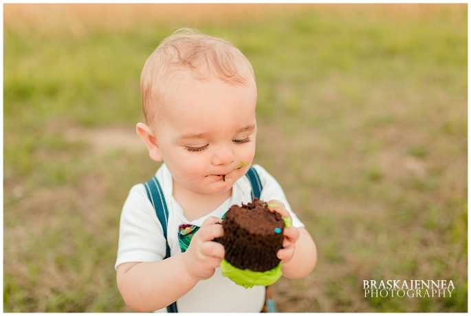 A First Birthday Cake Smash with a Splish Splash - Charleston Family Photographer - BraskaJennea Photography_0027.jpg
